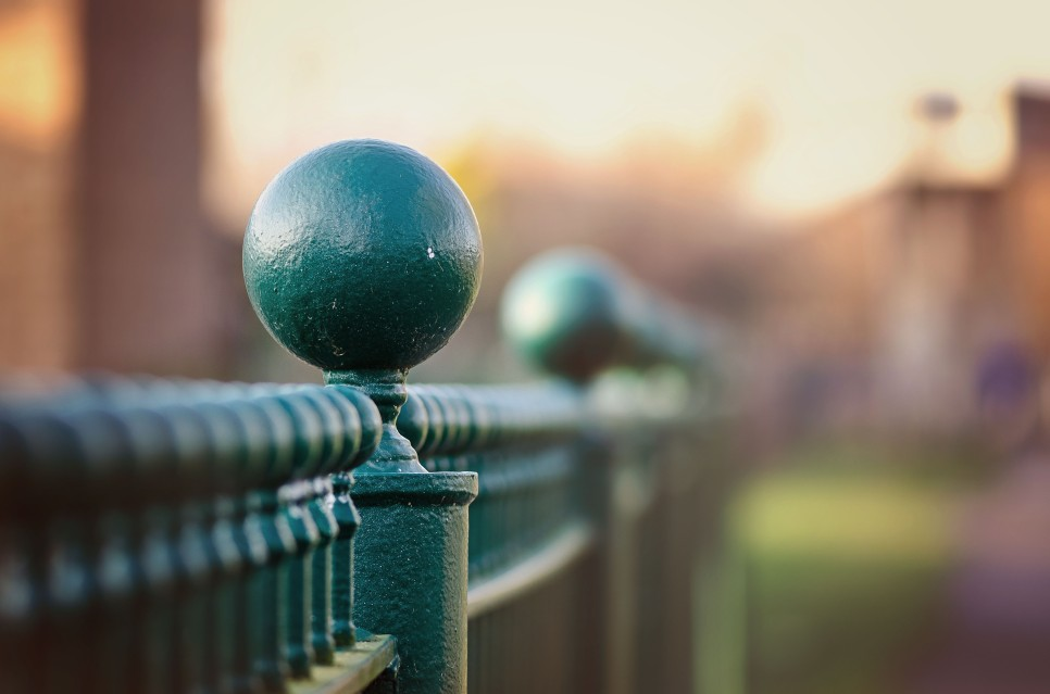 Bobble fence
