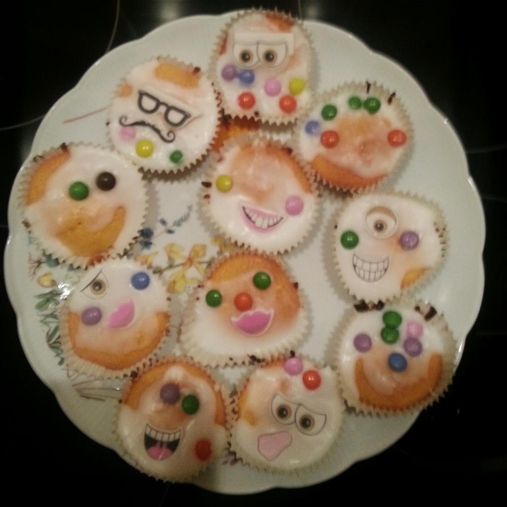 alien cakes