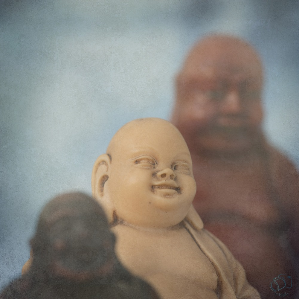 3 Buddhas and texture.