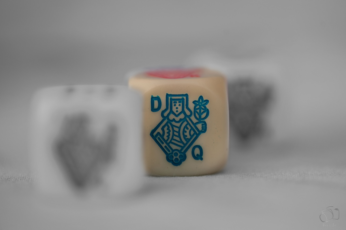3 poker dice and selective colour