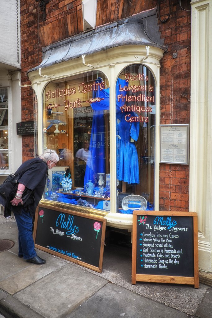 Blue shop for a blue lady