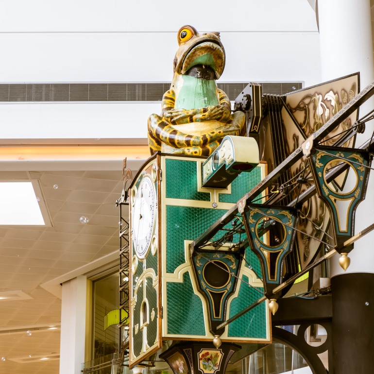 The frog clock in the shopping centre